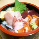 一力 - 海鮮丼 ¥800(税込)