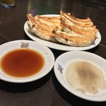 銀座 天龍 - 銀座天龍(東京都中央区銀座)焼きギョーザ(8ヶ)鍋貼 1100円
