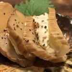 米助 新宿総本店 - 米助 新宿総本店(東京都新宿区新宿) いぶりがっこのペッパーチーズ 580円