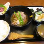 季粋 - 料理写真:カツオ刺身と牛肉豆腐セット¥1,000
