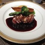 ビストロ ファンベック マサミ - 鴨胸肉のローストと旬の野菜 カシスソース