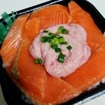 大漁丼家 - サーモンネギトロ丼特盛864円