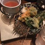 Tosaka-na Dining Gosso - 湯葉とチーズ入りささみの紫蘇巻き梅天(690円)