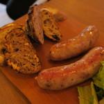 76902331 - サルシッチャセット:中勢以の熟成肉を使った自家製サルシッチャ 3種のハードパン ラテ・マッキャート1