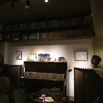Kissako - 店内にアップライトのピアノ