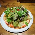 カフェ六月園 - (2017年11月 訪問)トマトとバジルのサラダピザ、1080円。1ドリンク付きです。