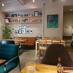 カフェ六月園 - (2017年11月 訪問)全卓ゆったりしたソファや椅子が設置されています。