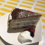 76905553 - パティシエ特製栗と胡桃のケーキ