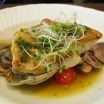 76905707 - C ランチ 2,500円(税込)の 本日のメイン(魚料理 をチョイスの場合)真鯛とアサリのアクアパッツァ。       2017.11.11