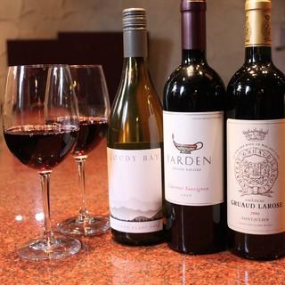 至極の鉄板焼きの味を引き立てる、世界各国のワインをご用意