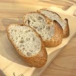 Green Cafe&Bar - コブサラダランチのパン