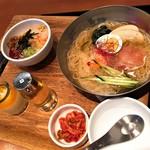 シジャン - 料理写真:シジャンオリジナル冷麺ミニビビンバセット(税抜1,139円)