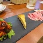 グリドルキッチンMORISHIN - ハイボールセットの  前菜2種とハム2種盛り