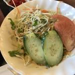 の田 - サラダが付く 食べるか迷う