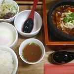 石焼麻婆王 火山 - 石焼海鮮麻婆豆腐 880円