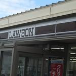 やぶ金 - 桜島のローソンは看板まで溶岩色