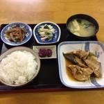 あけぼの食堂 - 料理写真:ぶりあら煮定食