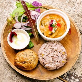 有機野菜や酵素、スーパーフードなど健康な食事を意識してます