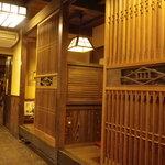 皿屋 福柳 - 個室っぽい小上がりもあります
