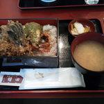 川崎増田屋 - 天丼は海老2本+α、さらに味噌汁とお新香付き