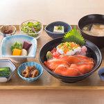 Hokkaido Gourmet Dining 北海道 - 鮭いくら親子丼