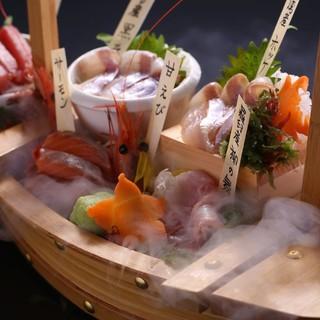 旬の北海道。新鮮な海鮮を船盛で。