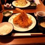 海老フライ(1尾)とアジフライ(3枚)定食
