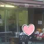 Fresh Burger m - 店頭(イートインスペース)
