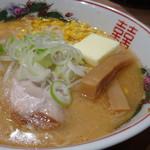 梅光軒 - ◆醤油バターコーン(880円)・・スープはくどくなく口当たりがいいですね。 バターが溶けるとコクが出ます。