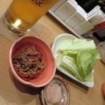 鈴の屋 - お通し_500円、切り干しダイコンと生キャベツ