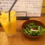 76941914 - オレンジジュース&ランチサラダ