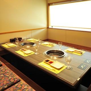 様々な宴席に対応できるゆったりとした空間でお楽しみください。