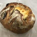 76946275 - イチジクとクリームチーズのパン   これは凄い(*^◯^*)