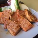 昌徳苑 - スーパーカルビランチの肉です。(^^) 120グラム位ですか?