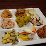 ハカタ オノ - *サラダbuffet、種類が多いのでツイツイ取りすぎましたが、どれも美味しかったですよ。
