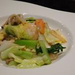 ハカタ オノ - ◆ぷりぷり海老と季節野菜、卵の塩炒め 小海老は5~6個入っていました。塩味の塩梅もよく美味しい。