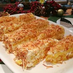 トミーバハマ - ピニャコラーダ・ケーキ@たっぷりのローストココナッツとパイナップルのショートケーキ