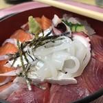 76960144 - 海鮮丼 900円