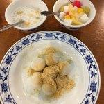 重慶茶樓 - 杏仁豆腐、タピオカココナッツミルク、黒胡麻入り白玉団子きな粉かけ
