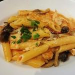 ピッツェリア ピッキ - 色々キノコと生ハムミンチ出汁のトマトクリームソース