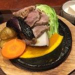 ごはんや農家の台所 - 山盛り香ばし野菜豚肉石焼き膳