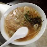 ぎょうざ 鉄なべ - スープ餃子もイケます。