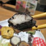 藍風珈琲店 - みぬだる 白身魚に黒胡麻のタレが しっかりと覆っているもの。 これもまた美味いっ。