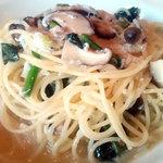 Naga~n cucina italiana - 釜あげシラスとキノコのオイルソース