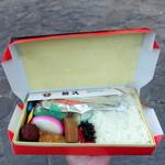 蒲田鳥久 - 料理写真:鮭弁当800円