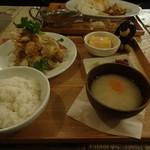 76975265 - 若鶏のスパイシー黒胡椒揚げ+ごはんセット