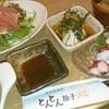 とんとん拍子 - 料理写真:豚肉料理専門店とはいえ、そこは港町八戸。お刺身もしっかりセットされています。