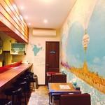 ムガルカフェ - 毎日少しずつアートが描き足されていく店内(^○^)