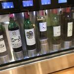 76977619 - 山梨県内の有名ワイナリーのワインをチョイスすることができます。