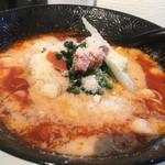 元祖トマトラーメンと辛麺とトマトもつ鍋 三味 - チーズトッピング+100円